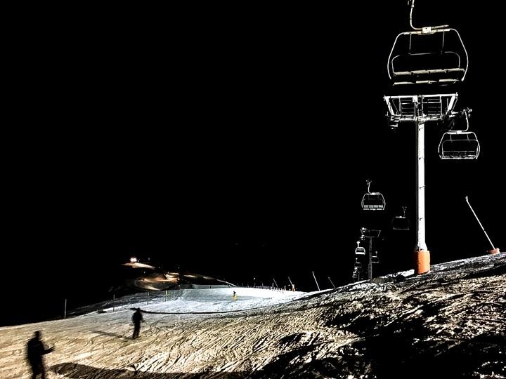 ski nocturne chamrousse on a teste pour vous © L Perrin OTGAM (6).jpg