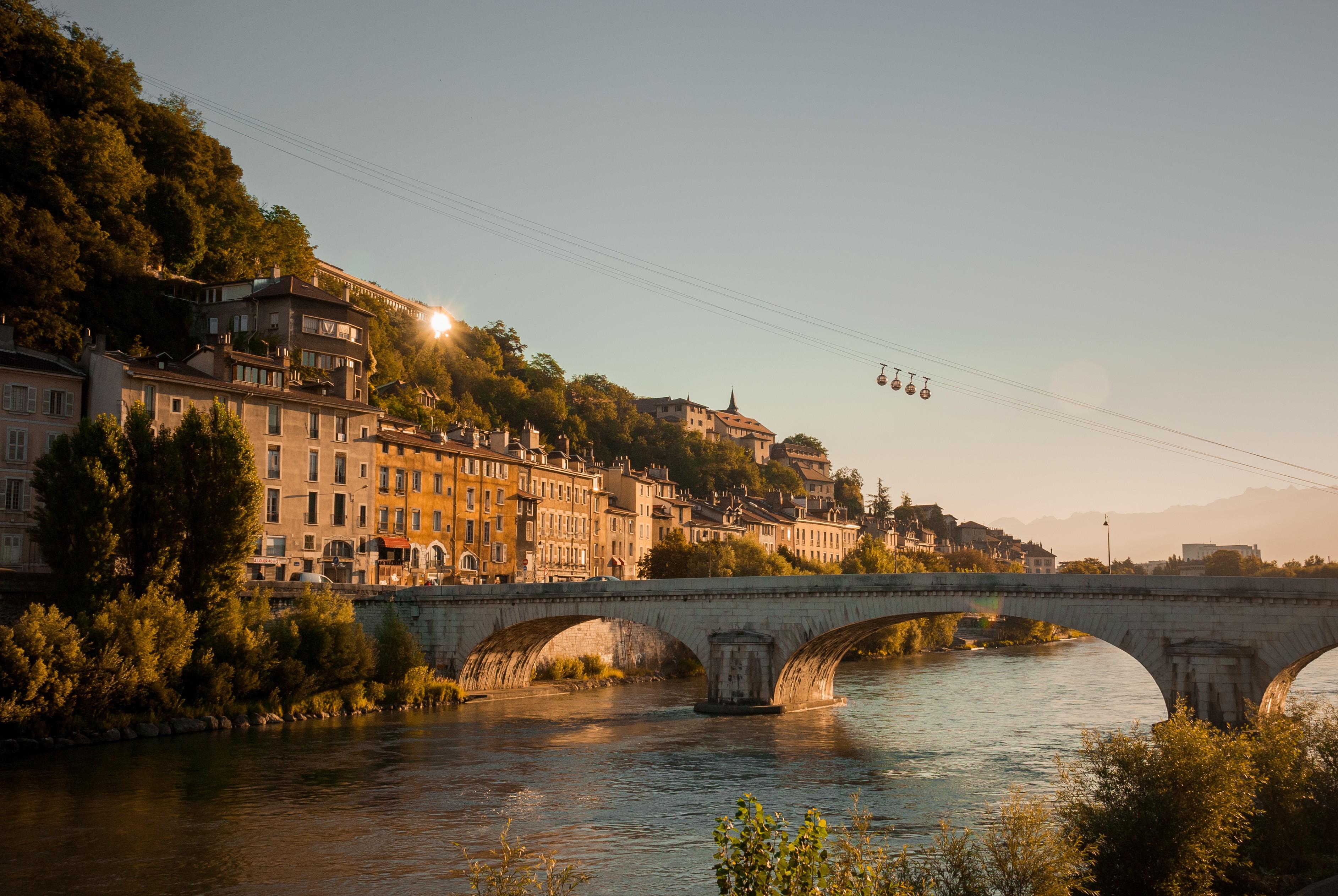 Quai Grenoble Isere téléphérique