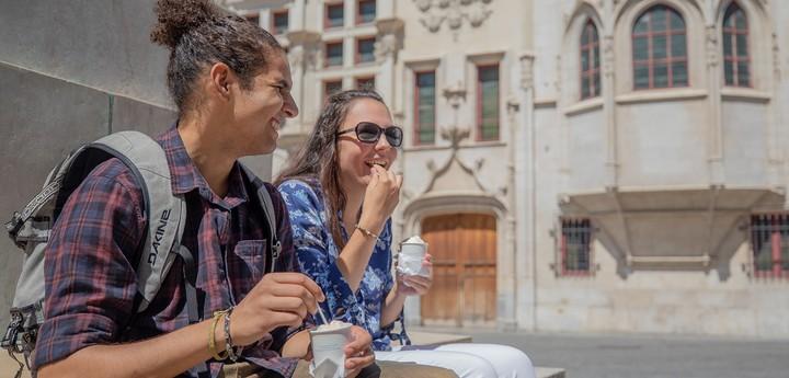 En amoureux, manger  une glace centre ancien Grenoble