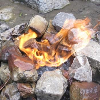 source d'eau en feu  fontaine ardente