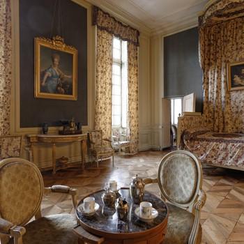 chambre meublée 18eme siecle tableau marquise de beranger fauteuils table bois